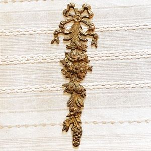 Vintage Brass Cascading Flowers Wall Plate Decor